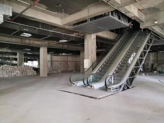 房山新华冠超市入口处一层出租可分租