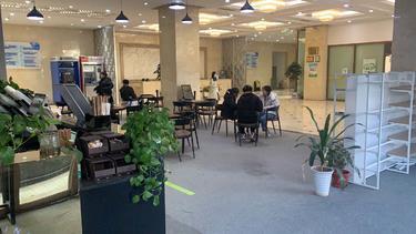 朝阳临街一层咖啡厅转让,可做咖啡,茶楼,餐吧均可
