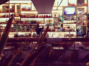 展览馆精装修三层酒吧转让可谈