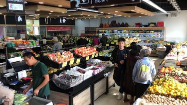 日流过万超市转让,生鲜店转让,门头宽而醒目